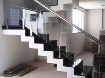 Balustrades-Black-And-White-Staircase-Chrome