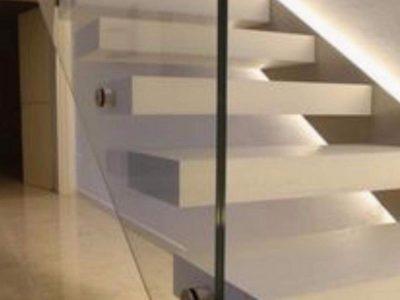 Balustrades-White-Hollow-Staircase