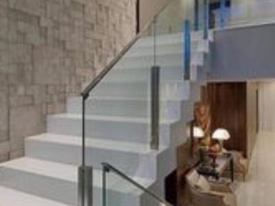 Balustrades-White-Staircase-Chrome