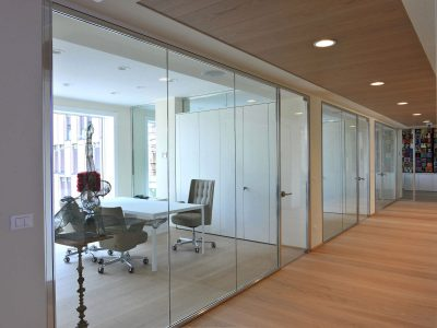 Removable partition / with glass panel